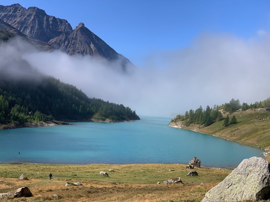 La vue du refuge juste au dessus du lac